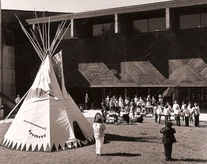 american-indian-center-thomas-hodne