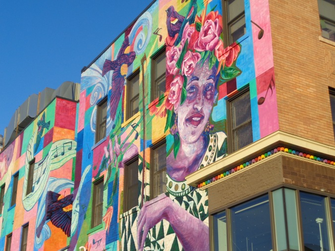 Phoro 4. mural and colored dentelles in Uptown